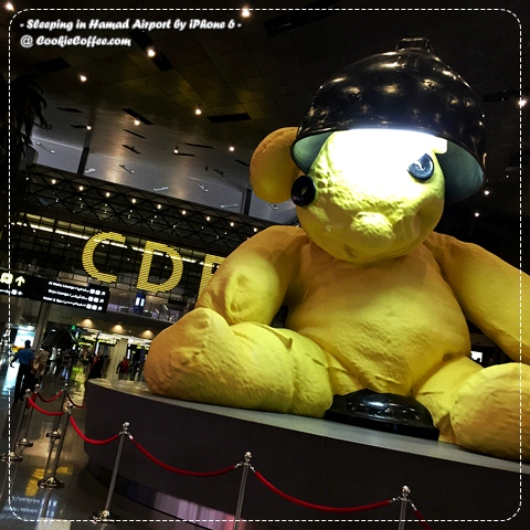 sleeping-in-hamad-airport-qatar-doha-review-iphone-6-plus-usa-lamp-bear