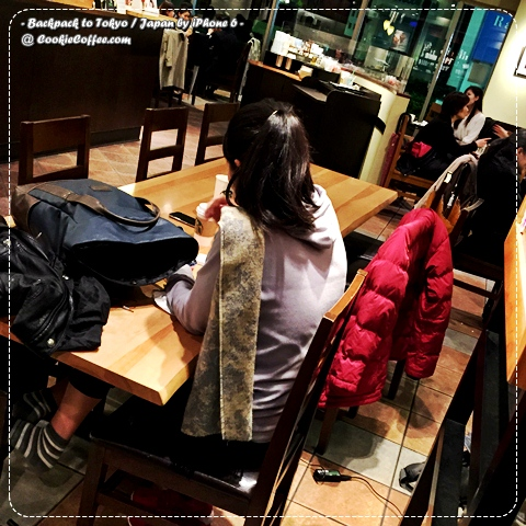 starbucks-asakusa-long-table-charge-backpack-coat-korean-girl-iphone-6-free