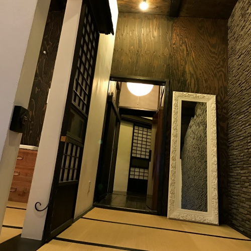 1-3rd-one-third-serviced-apartment-tokyo-review-akiba-japan-tea-house-ninja-yashiki-iphone-7-room