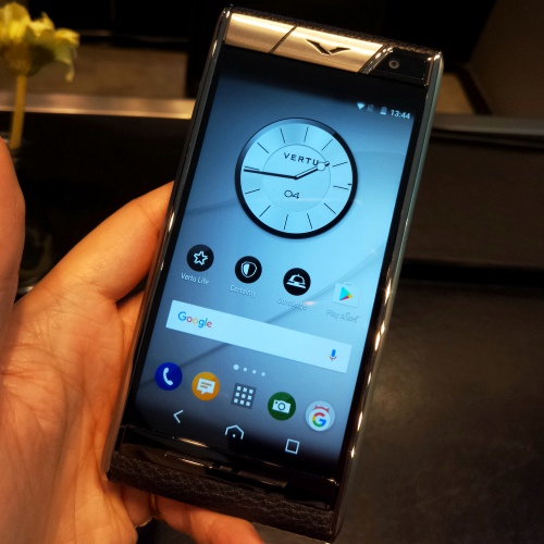 vertu-boutique-shop-thailand-review-siam-paragon-gaysorn-aster-new-signature-touch-android