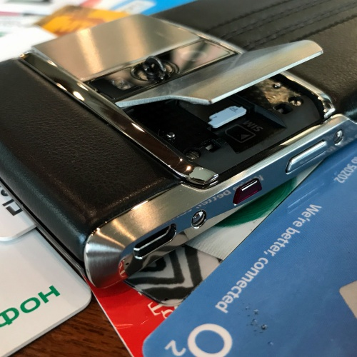 vertu-new-siganature-touch-2016-review-android-microsd-concierge-o2-sim-card