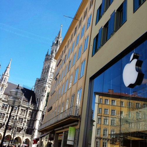 apple-retail-store-munich-germany-marianplaz-review-claim-genius-bar-blue-sky-cathedral-glass
