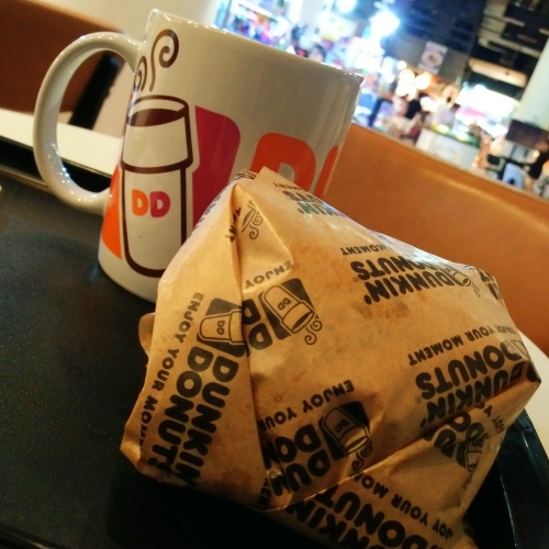 dunkin-donut-thai-new-menu-bacon-ham-egg-cheese-burger-set-dd-sandwich-review-coffee