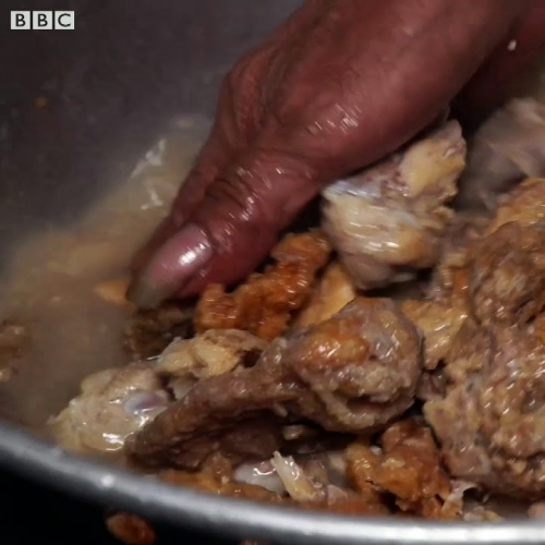 pagpag-review-bbc-manila-slum-philippines-food-chicken-garbage-recycle-street-cook-video