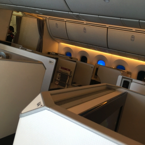 jal-japan-airlines-business-class-review-skysuite-skytrax-winner-airhostess-flight-attendant-row
