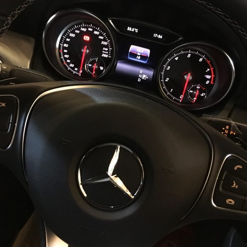 mercedes-benz-review-sponsor-blog-cla-vs-bmw-3-series-klasse-test-drive-console