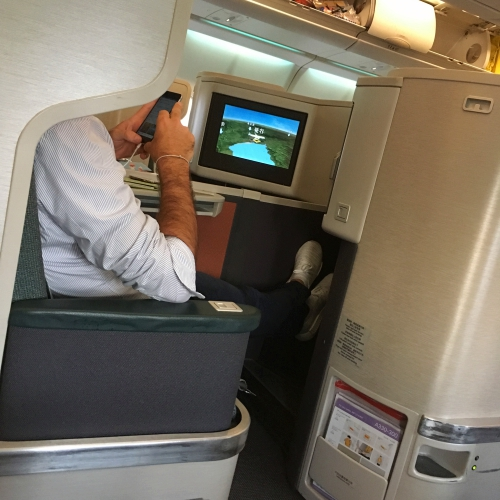 cathay-pacific-business-class-review-backpacker-5-stars-seat-best-flat-bed