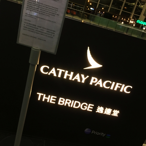 cathay-pacific-business-class-seat-review-hk-korea-flatbed-vs-regional-lounge-bridge
