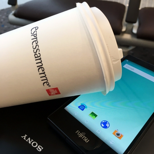 failed-sony-xperia-japan-smartphone-fujitsu-hong-kong-airport-espressamente-illy-coffee