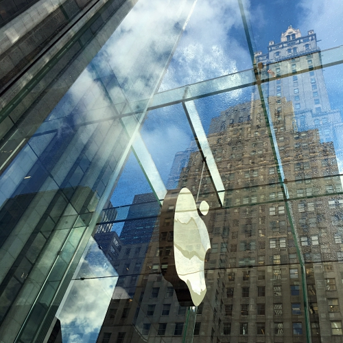 blue-sky-apple-retail-store-glass-house-new-york-5th-avenue-manhattan-review-24-hours-open