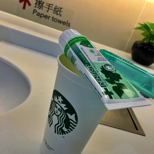 starbucks-recyclable-cup-paper-review-free-airport-sleeping-toothbrush-dentiste-discount-thai-price