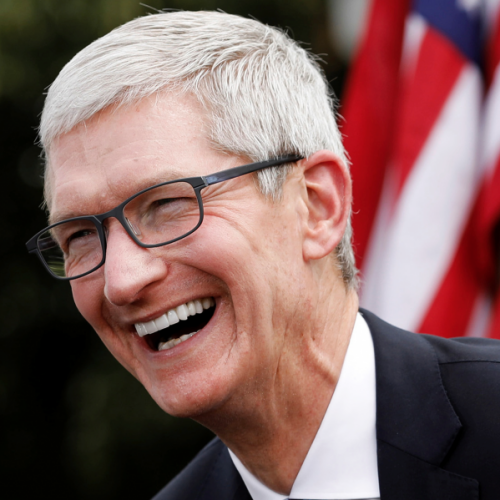 tim-cook-burst-to-laugh-donald-trump-google-android-banned-huawei-trade-wars-china-vs-usa-flag