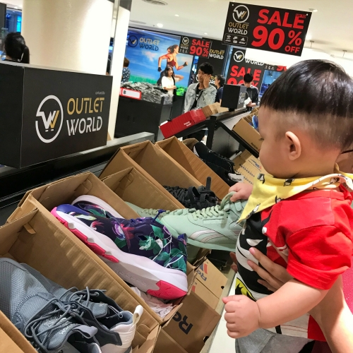 outlet-world-review-paradise-park-sale-asics-nike-reebok-shoe-shirt-sport-maps-kids