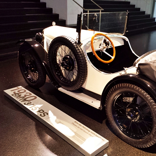 bmw-welt-museum-review-old-model-history-sport-supercar-coupe-cabriolet-munich-germany