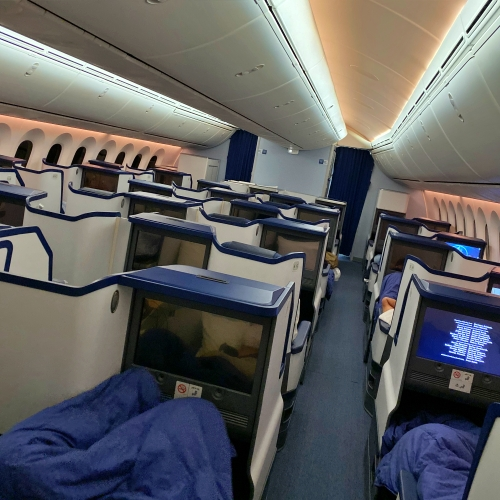 ana-business-class-staggered-review-iphone-11-pro-787-9-tokyo-haneda-180-bed