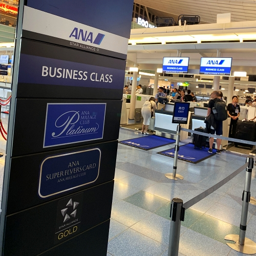 ana-business-class-staggered-review-iphone-11-pro-787-9-tokyo-haneda-checkin