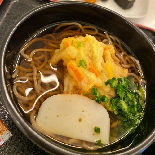 ana-business-class-staggered-review-iphone-11-pro-787-9-tokyo-haneda-lounge-buffet-noodlebar
