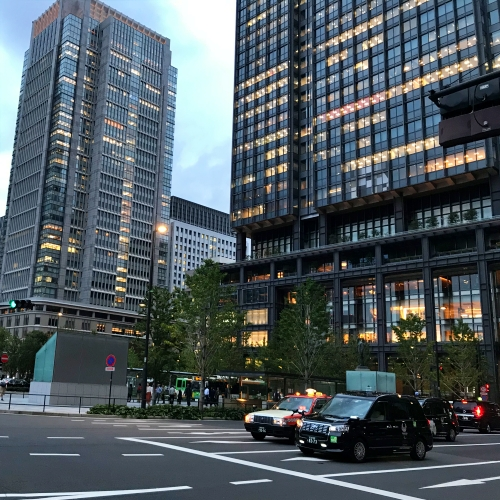 apple-retail-store-tokyo-station-office-traffic-light-taxi-skyscaper-marunouchi