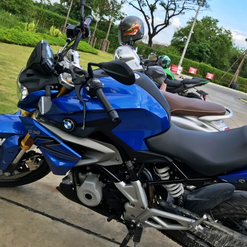 bmw-bigbike-motorrad-review-blue-g310r-gs-review-bangkok-community-mall-blue-sky-rain-sale